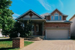 126 Mosswood Court – Beautiful House For Sale in Hunt Club Area!